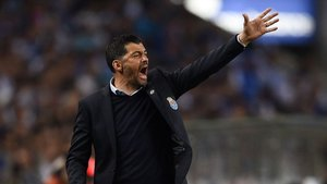 Sérgio Concieçao, entrenador del Oporto de Portugal dirigiendo a su escuadra / Twitter