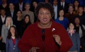 Stacey Abrams da la réplica demócrata al discurso de Trump.