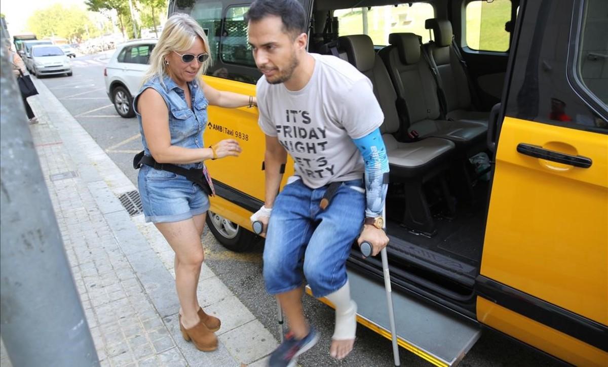 Un taxi traslada a un paciente al Hospital de Sant Pau.
