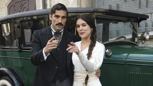 Los actores Álex Garcia y Adriana Ugarte, protagonistas de la miniserie de TV-3 Habitacions tancades.