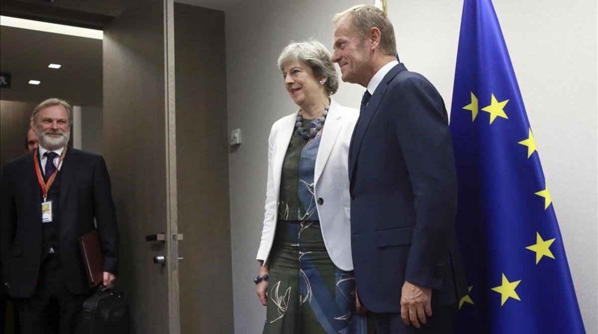 Theresa May y Donald Tusk, durante la cumbre en Bruselas.