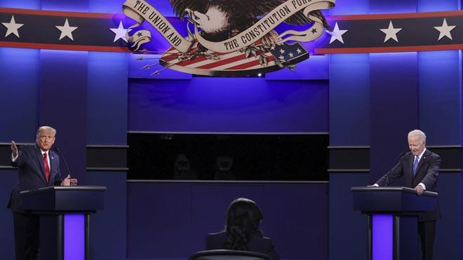 Trump i Biden xoquen en un debat net i sense un guanyador clar