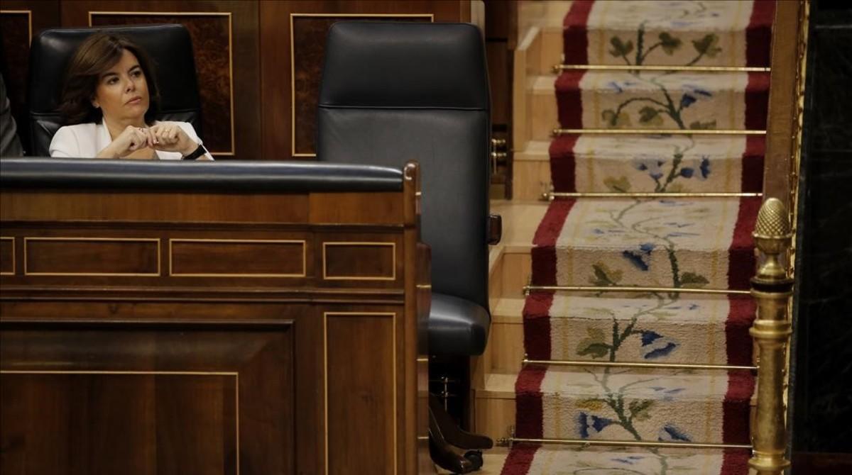 La vicepresidenta, Soraya Sáenz de Santamaría, este miércoles en el hemiciclo.