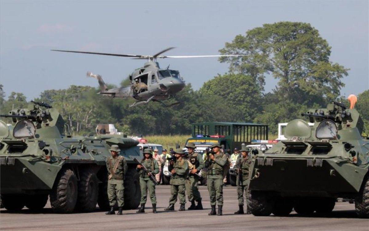 El Ejército de Venezuela realiza ejercicios militares en la frontera con Colombia.