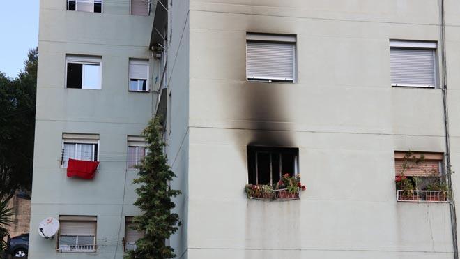 Mor un home al llançar-se d'un balcó quan fugia d'un incendi a Santa Coloma