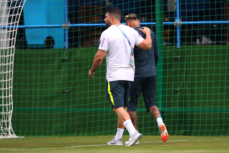 Neymar abandona el entrenamiento de Brasil.