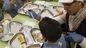 La Caixa participarà en el pla de Sánchez contra la pobresa infantil