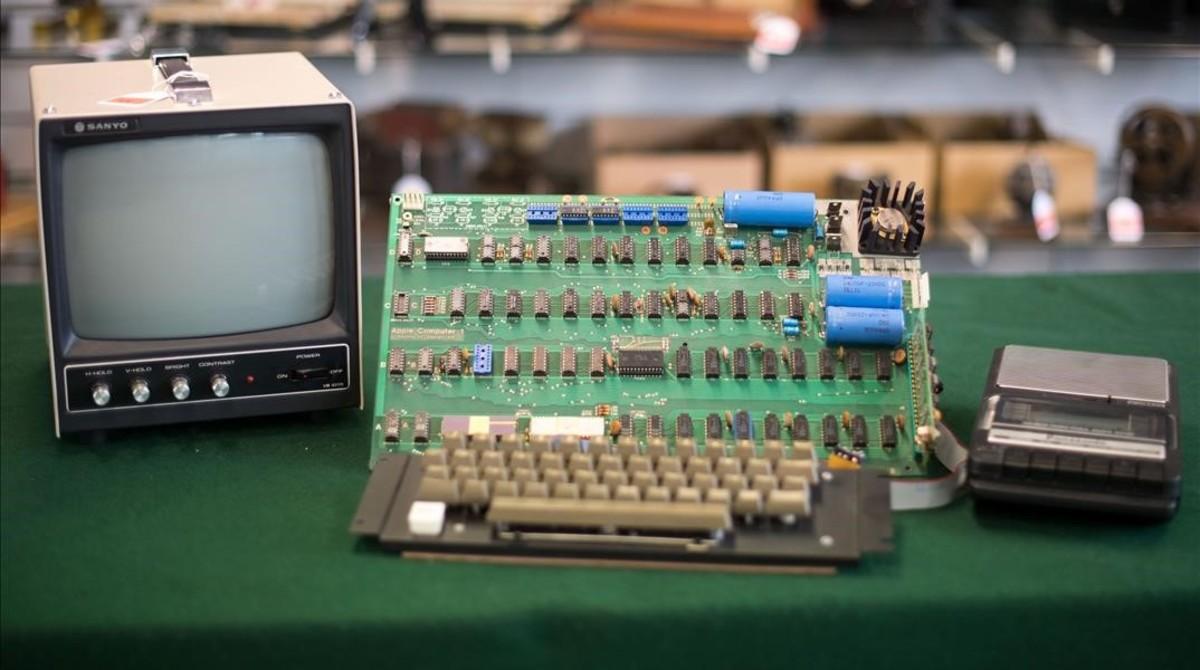 1ee18920482 El Apple I subastado en Alemania y vendido por 110.000 euros.
