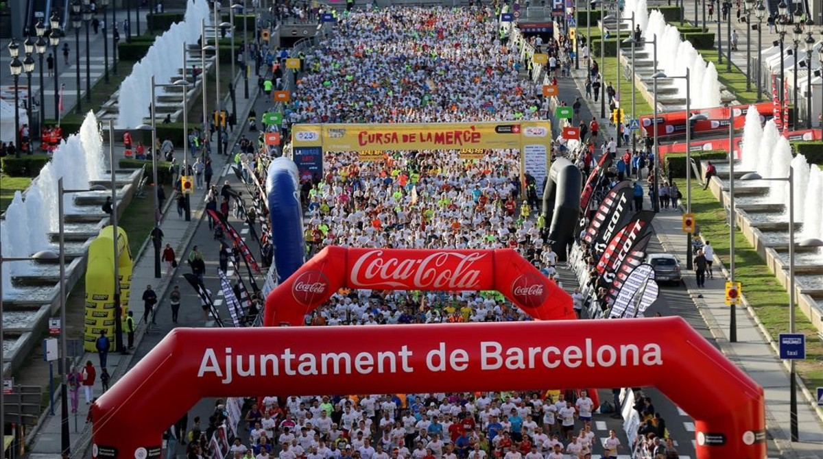 Concentración de corredores antes de la salidaenla Cursa de la Mercè 2017.