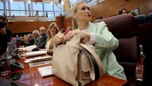 Cristina Cifuentes en la Asamblea de Madrid, en plena polémica por su máster.