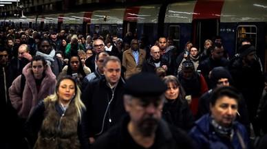Macron afronta un duro pulso con los trabajadores del ferrocarril
