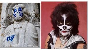 Un gamberro convierte una figura de la catedral de Santiago en un miembro de Kiss