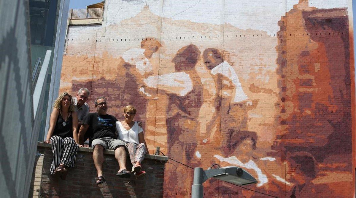 Mural que recuerda la construcción del barrio.