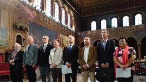 Los rectores de las ocho universidades públicas catalanas, en el acto de protesta celebrado en la UB.