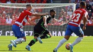 El Granada li pren el liderat al Barça