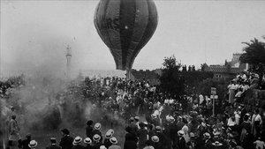 Despegue de un globo aerostático en el Park Güell, entre 1903 y 1907.