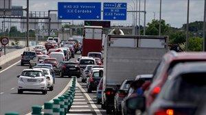 Les forces policials despleguen controls a les carreteres per evitar desplaçaments per l'1 de maig