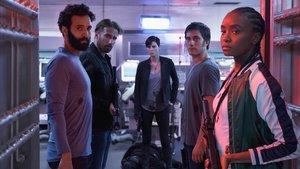 El grupo de héroes de 'La vieja guardia', con Charlize Theron en el centro.