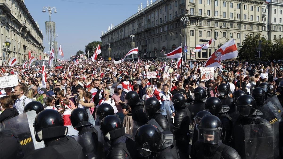 La creixent pressió policial i militar a Bielorússia no fa enrere el moviment opositor