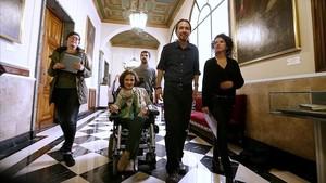 Virginia Felipe con Pablo Iglesias y el resto de senadores de Podemos, en una imagen de archivo.