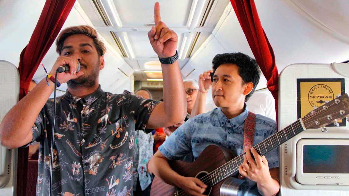 La aerolínea Garuda Indonesia ofrece conciertos en vivo durante sus vuelos.