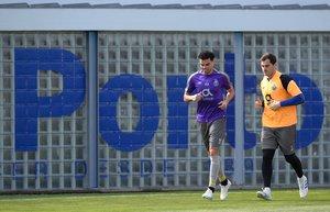 Pepe (i) y Casillas en el último entrenamiento del Oporto antes de jugar ante el Liverpool.