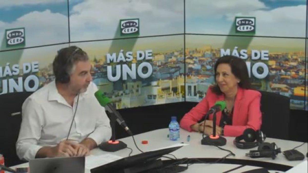 """Margarita Robles 'regaña' a Alsina: """"Don Carlos, la pregunta no es correcta"""""""