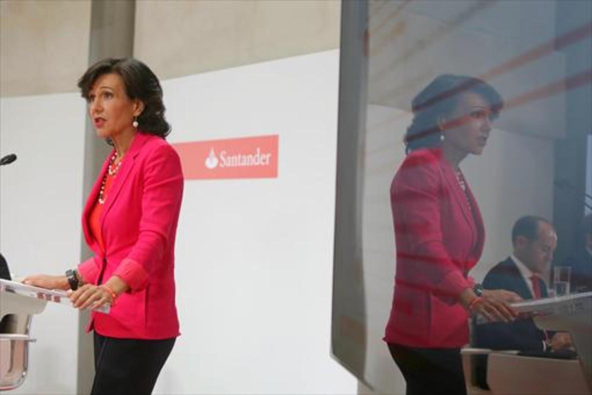 Ana Botín, presidenta del Santander, en la rueda de prensa en que explicó la compra del Popular.