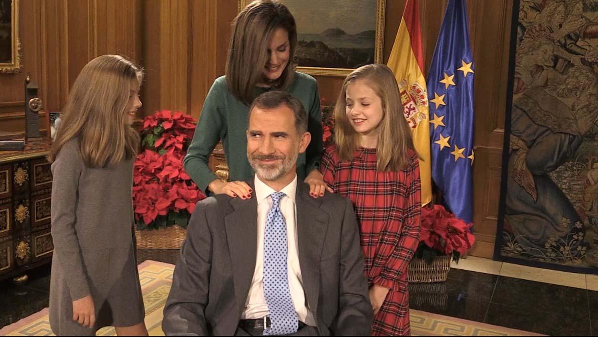 50 aniversario del rey Felipe VI: Un masajito después del mensaje de Navidad