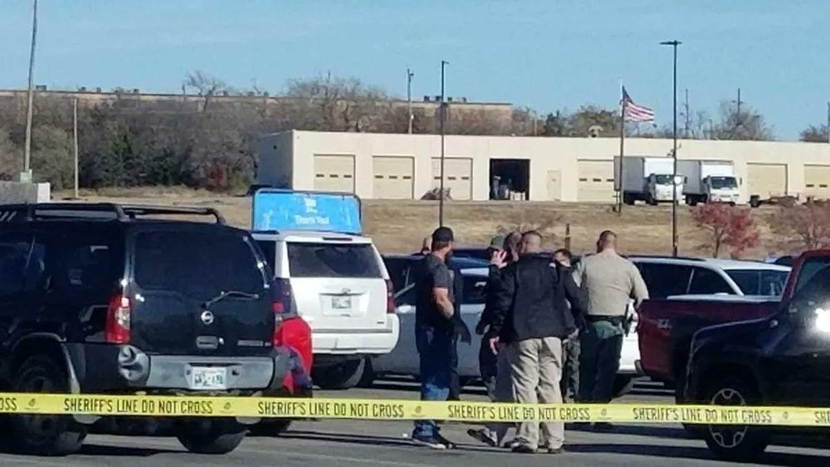 Aparcamiento de Walmart donde ha ocurrido el tiroteo.