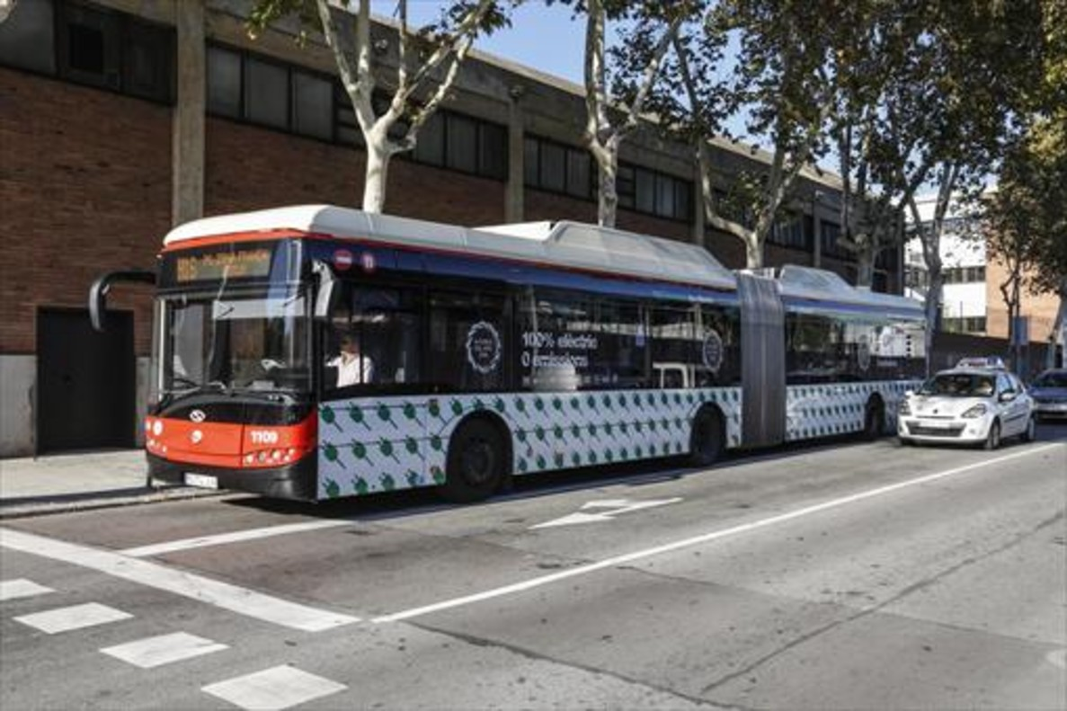Un autobús articulado de Transports Metropolitans de Barcelona.