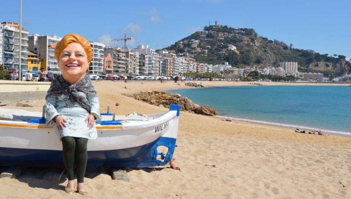 La cabezuda de la Grossa, en la playa de Blanes, donde se celebra el sorteo de Sant Jordi.