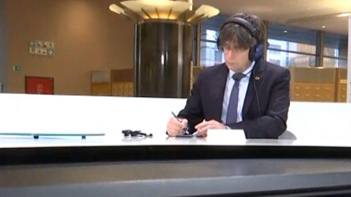 Carles Puigdemont, durante su entrevista en Catalunya Ràdio.