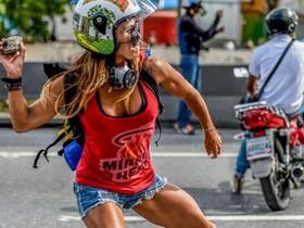 Caterina Ciarcelluti se ha convertido en la Wonder Woman de lasprotestas de Venezuela.