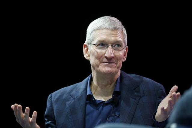 El CEO de Apple, Tim Cook, durante una conferencia, este lunes en Laguna Beach (California).