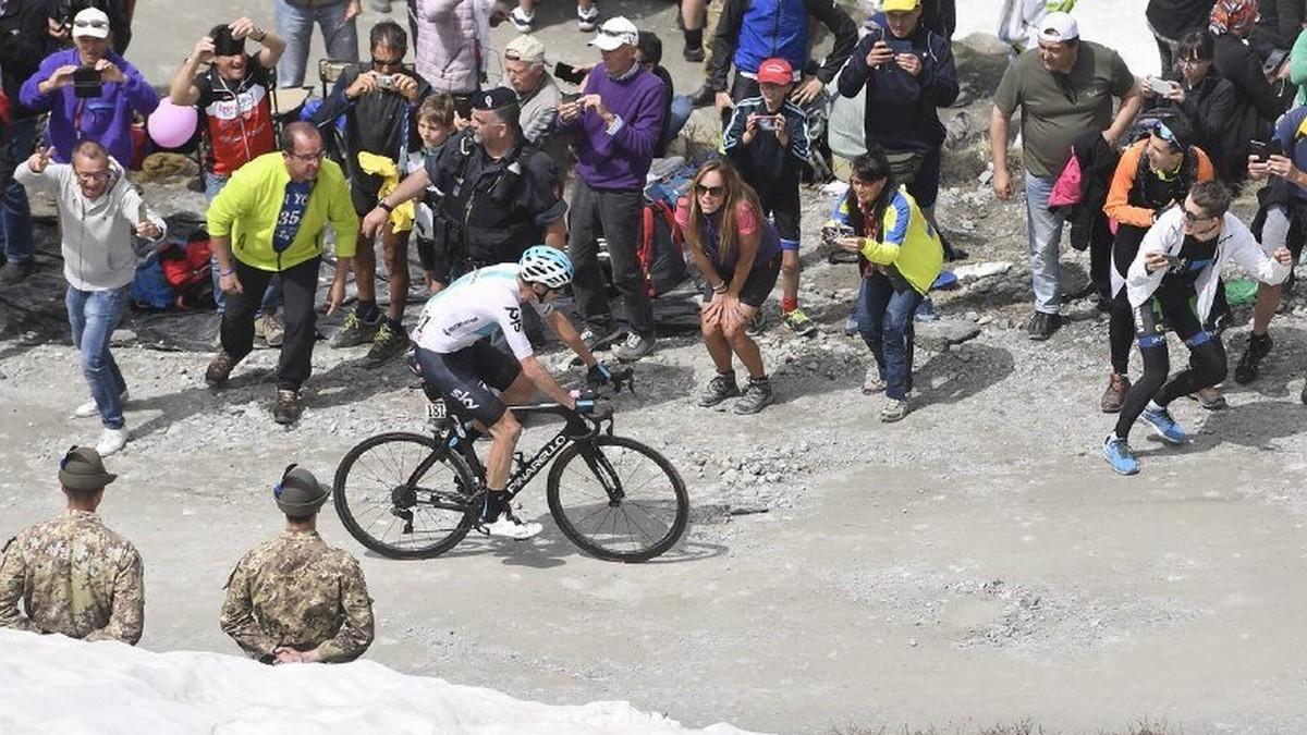 Chris Froome, subiendo el Col delle Finestre.