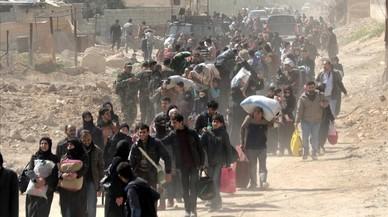 Miles de civiles huyen de Guta por el avance de las fuerzas de Asad