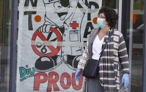 Hospital de Sant Pau con pancartas contra los recortes de Sanidad.