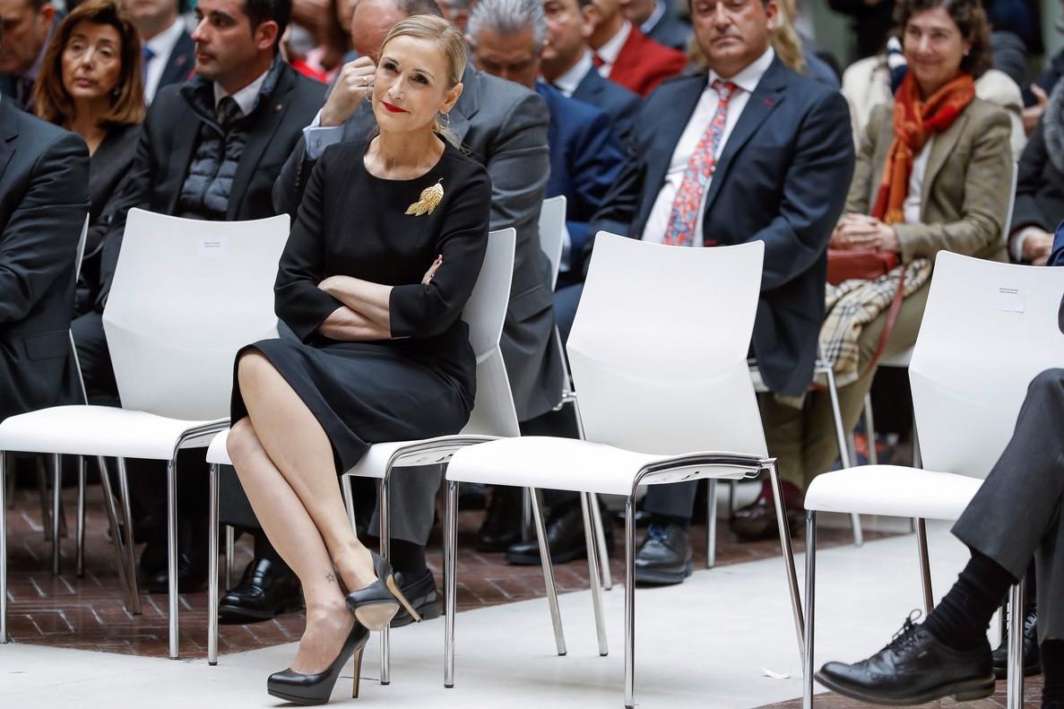 Rajoy da margen a Cifuentes al señalar los currículos inflados de la oposición