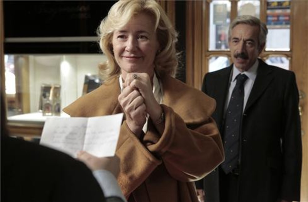 Los actores Ana Duato e Imanol Arias, en una escena de la serie de TVE-1 'Cuéntame cómo pasó'.