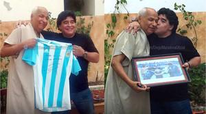 Diego Armando Maradona i Ben Nasser, a Tunis, durant la visita de lexfutbolista a làrbitre que no va veure la mà de Déu.