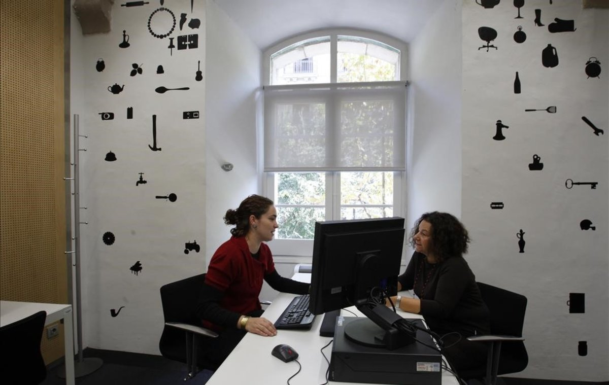 Dos mujeres en una oficina de Barcelona.