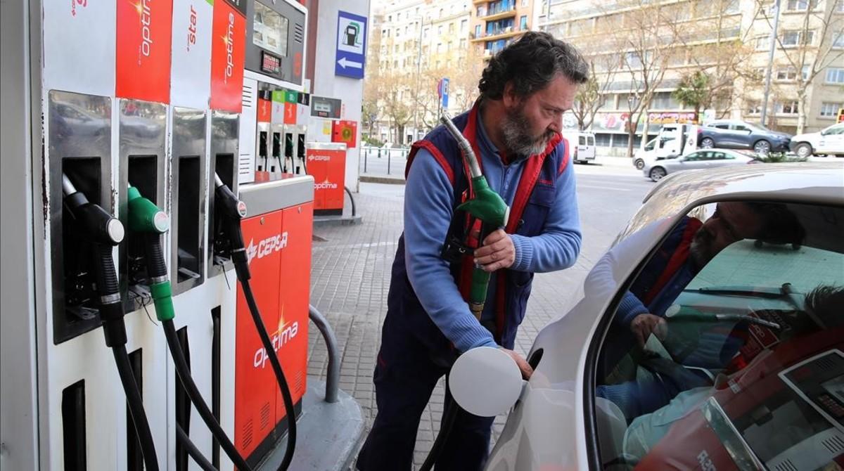 Els carburants s'encareixen aquest macropont