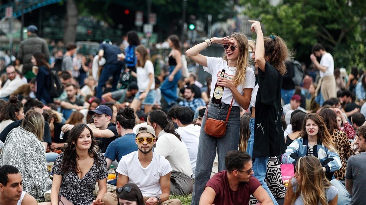 Imagen del jardín de Villemin lleno de jóvenes en elfestivalque cada añose celebra en el día de la música.
