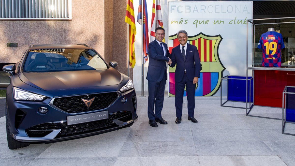 Josep Maria Bertomeu y Luca de Meo tras firmar el acuerdo Barça-Cupra.