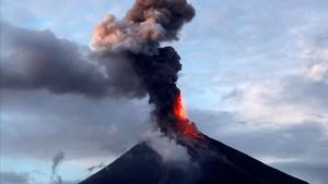 Foto de archivo de la erupción del volcán en México
