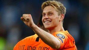 Frenkie de Jong celebrando un gol con la selección holandesa.