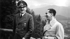 Hitler y Goebbels en junio de 1943, cuando el führer aún no había revelado a su ministro de Propagando el auténtico alcance de la solución final.