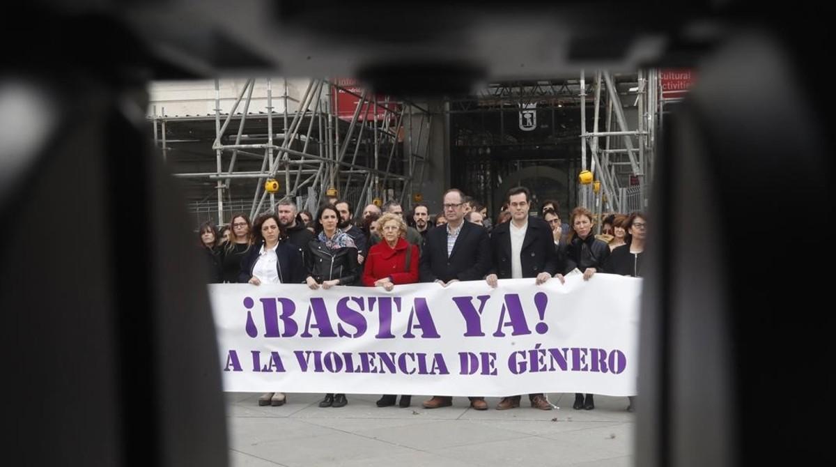 La alcaldesa de Madrid, Manuela Carmena, preside un acto de repulsa contra la violencia machista, el pasado día 3.
