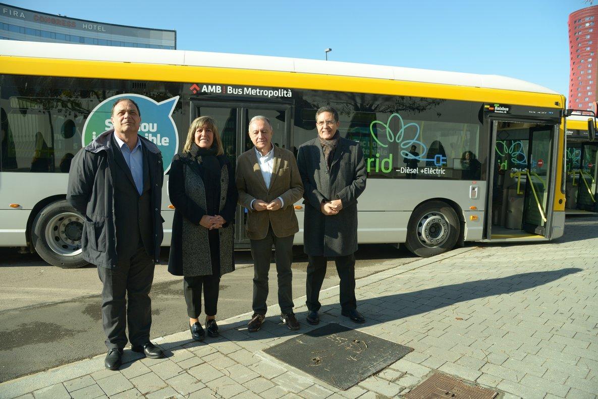 Imagen de la presentación de la nueva red de buses híbridos de LHospitalet este lunes